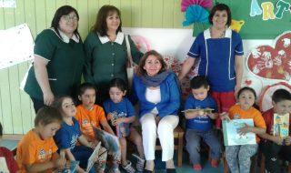 """•Actividad se enmarca en el mes de la Educación Párvularia y es parte de la iniciativa regional de fomento lector """"Todos en Los Ríos Lee""""."""